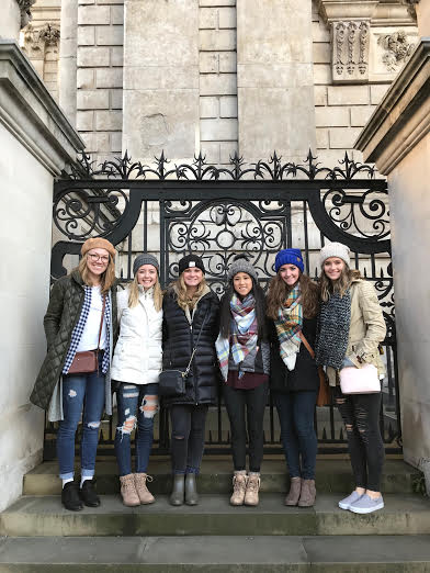 All of the Pirate Poms during their London trip.
