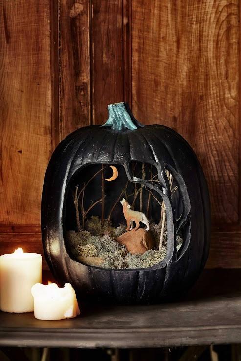 Carved pumpkin diorama created by online pumpkin carver Trevor Dixon.