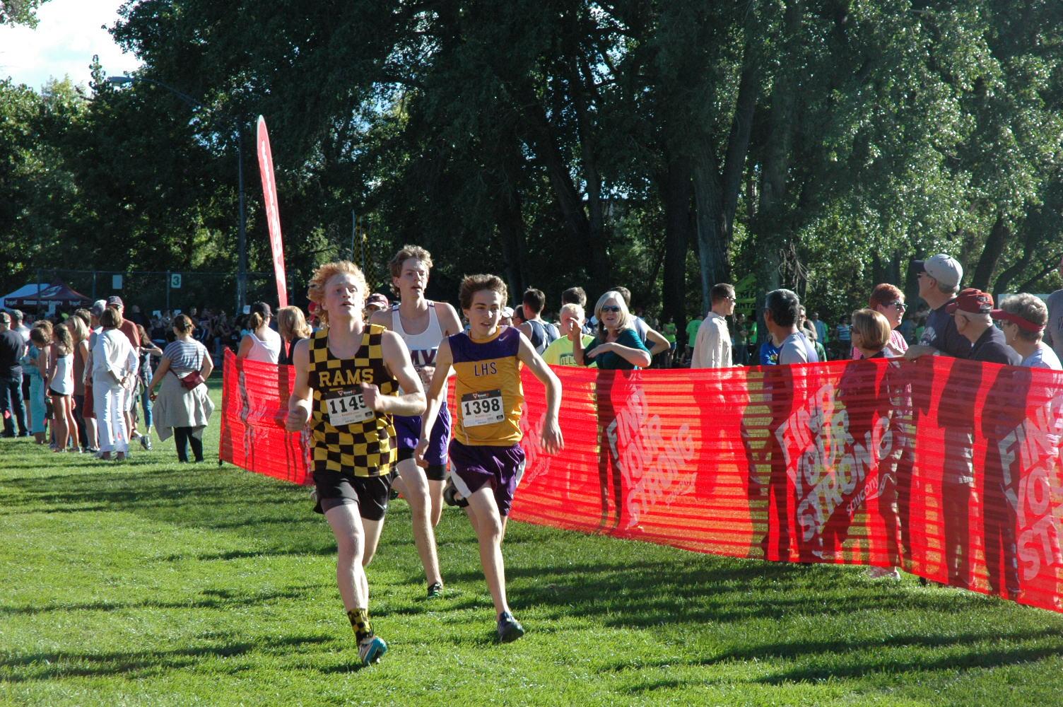 Sophomore Trevor Stutzman fights hard at finish