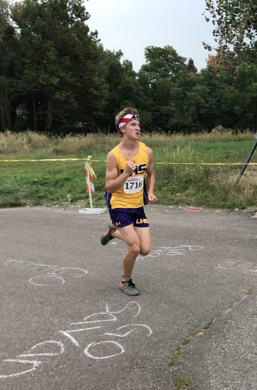 Junior Christian Sapakoff races to the finish line.