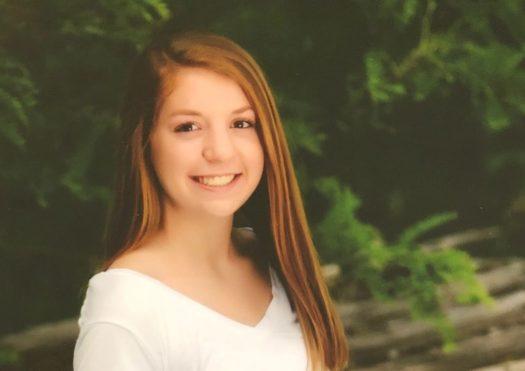 Lindsey Roloff senior picture.