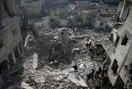 U.S. airstrikes kill more than 40 Syrian people in the first day of the attacks.